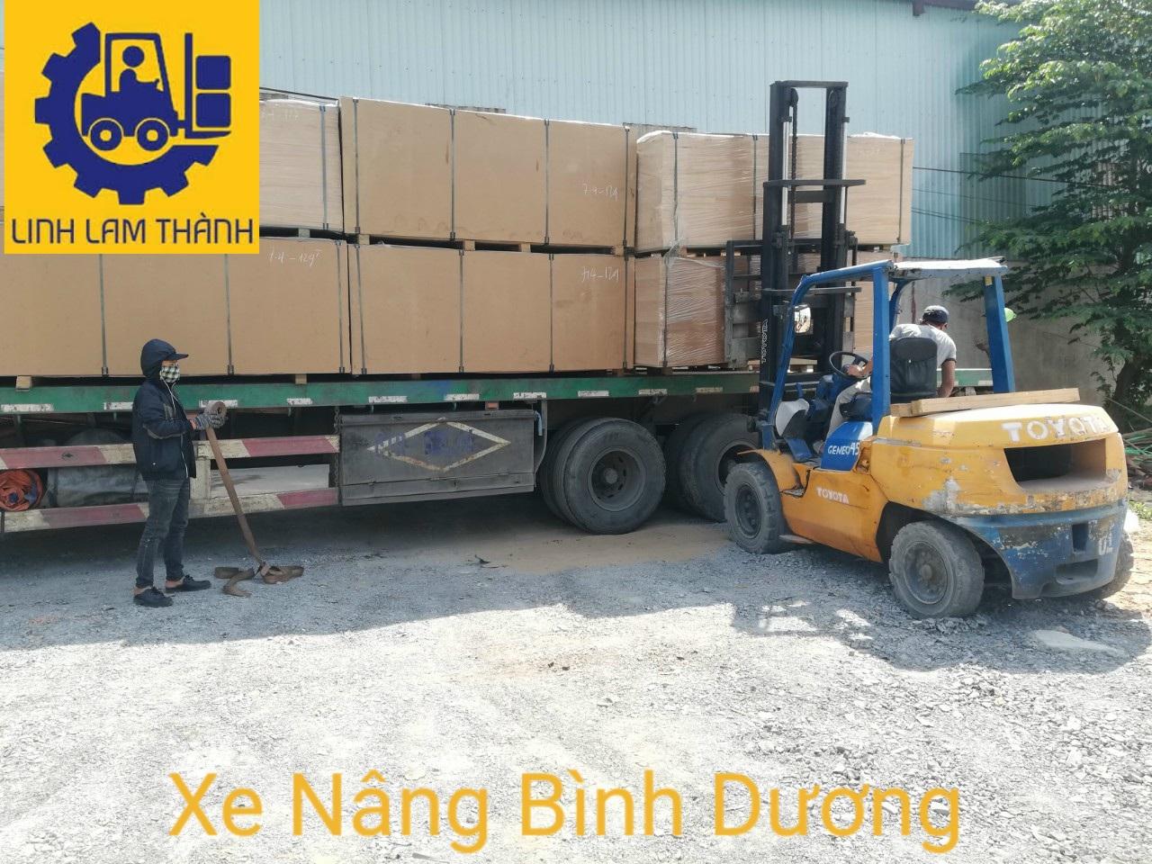 Công Trần Ván Ép Tại Việt Hương.