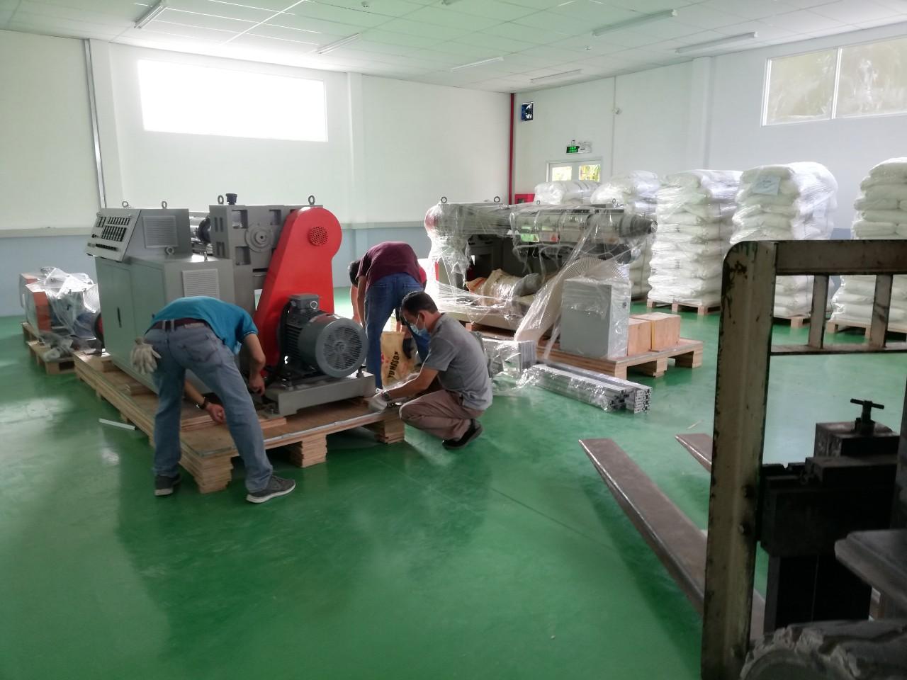Lắp Đặt Máy Móc Công Nghiệp Ngành Nhựa